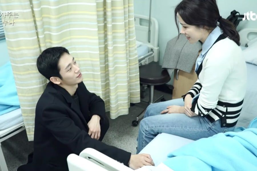 """Watch: Jung Hae In And Son Ye Jin Are Endearingly Hardworking While Filming """"Pretty Noona Who Buys Me Food"""""""