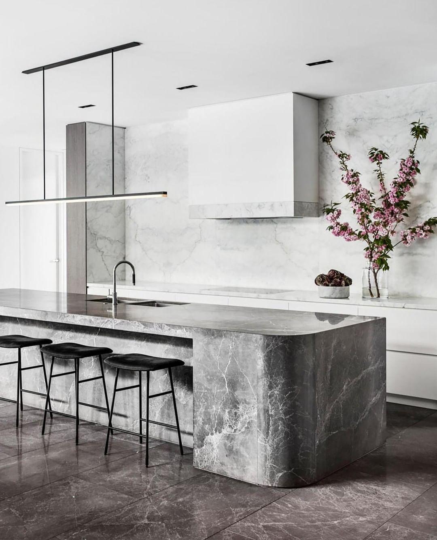 Belle Magazine On Instagram This Kitchen By Miriam Fanning Of Mimdesignstudio A Fi Luxury Kitchen Island Contemporary Kitchen Design Luxury Kitchen Design