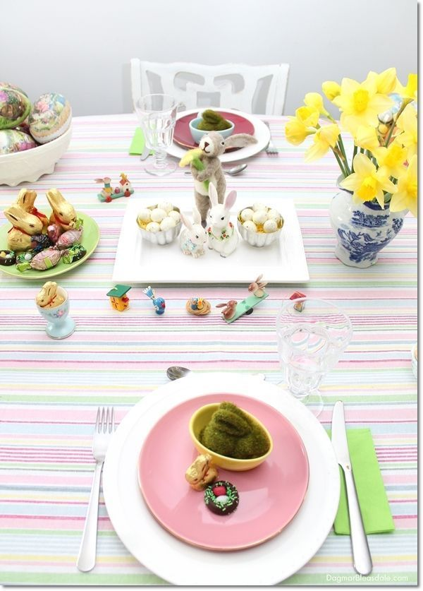 Last-minute pastel Easter decor for our Blue Cottage. Dagmar's Home, http://DagmarBleasdale.com #Easter #tablesetting #DIY #pastel #holidays