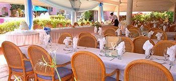 outdoor casual reception at Southern Palms Beach Club