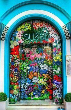 Eine schöne Blumentür in Madrid