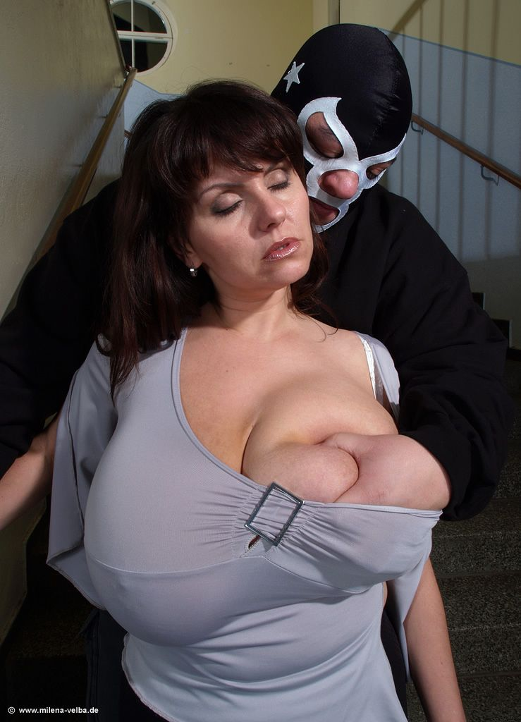 Milena Velba in maskirani moški Najboljša večja prsi-3206