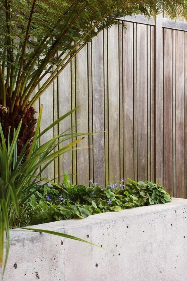 Holzzaun Sichtschutz Beton Pflanzkübel hohe Pflanzen | Fence ...
