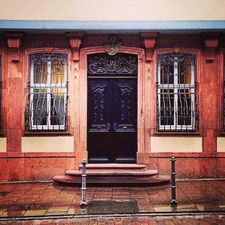 #türdestages #dooroftheday #frankfurt #hessen #germany #deutschland #travelingabroad #studyabroad #exploringtheworld #onedooratatime #door #tür #travel #reisen #explore #abroad #world #welt #always #immer #takemeback #woodendoor #holztür #TheBest_windowsdoors #icu_doorsandwindows #kings_doorsandco #doorsgraphy #loves_doorsandco #ichvermissedeutschland by madelinewright9