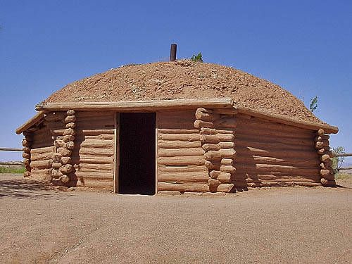 File:Najavo blanket weaving -- an Indian hogan (hut) on the Navajo ...