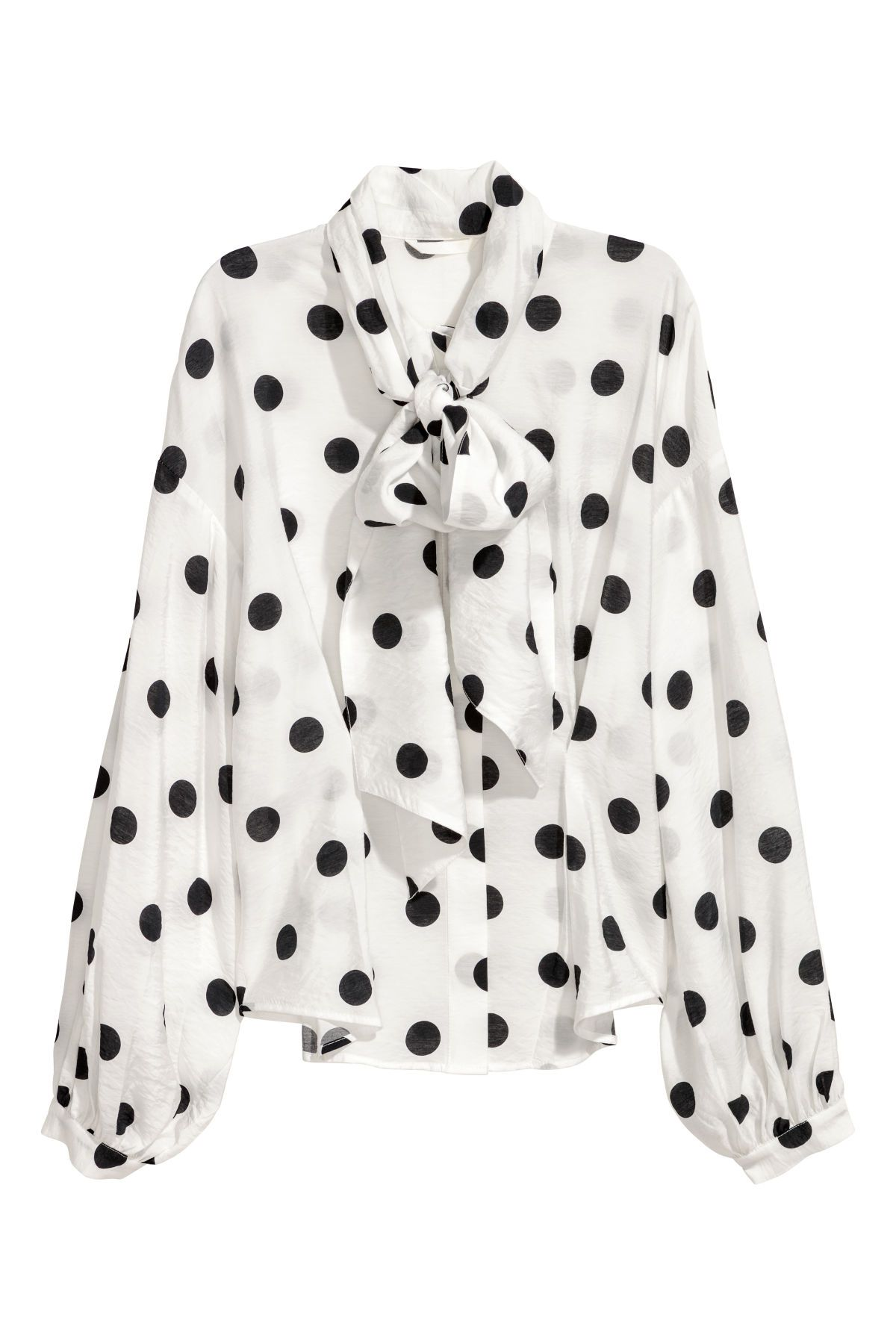 88c816fae42f Weiß Schwarz gepunktet. Bluse aus Viskosestoff mit Punktedruck. Modell mit  Kragen, langen