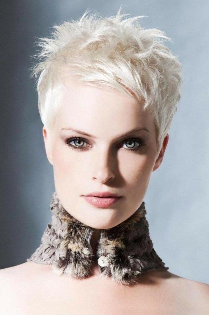 Voici une coiffure très sage et très féminine qui intéressera fortement les femmes aux cheveux ...