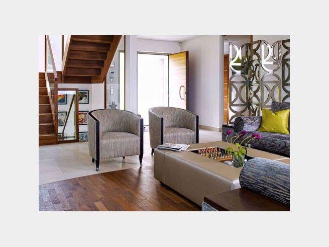 Ein Wohnzimmer mit zwei Bodenbelägen - Fließenboden und - wohnzimmer modern parkett