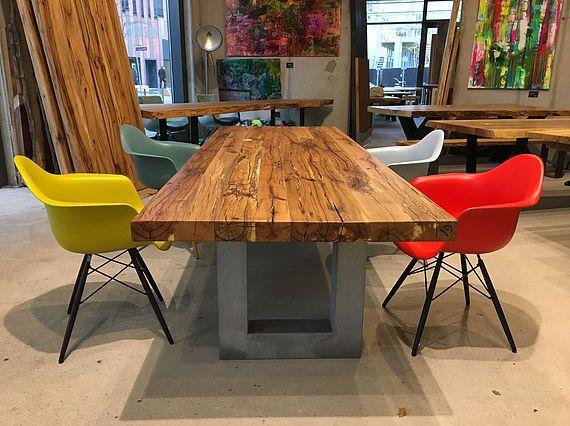 Esstisch Massivholztisch Aus Eichenholz Altholz Tischgestell Beton