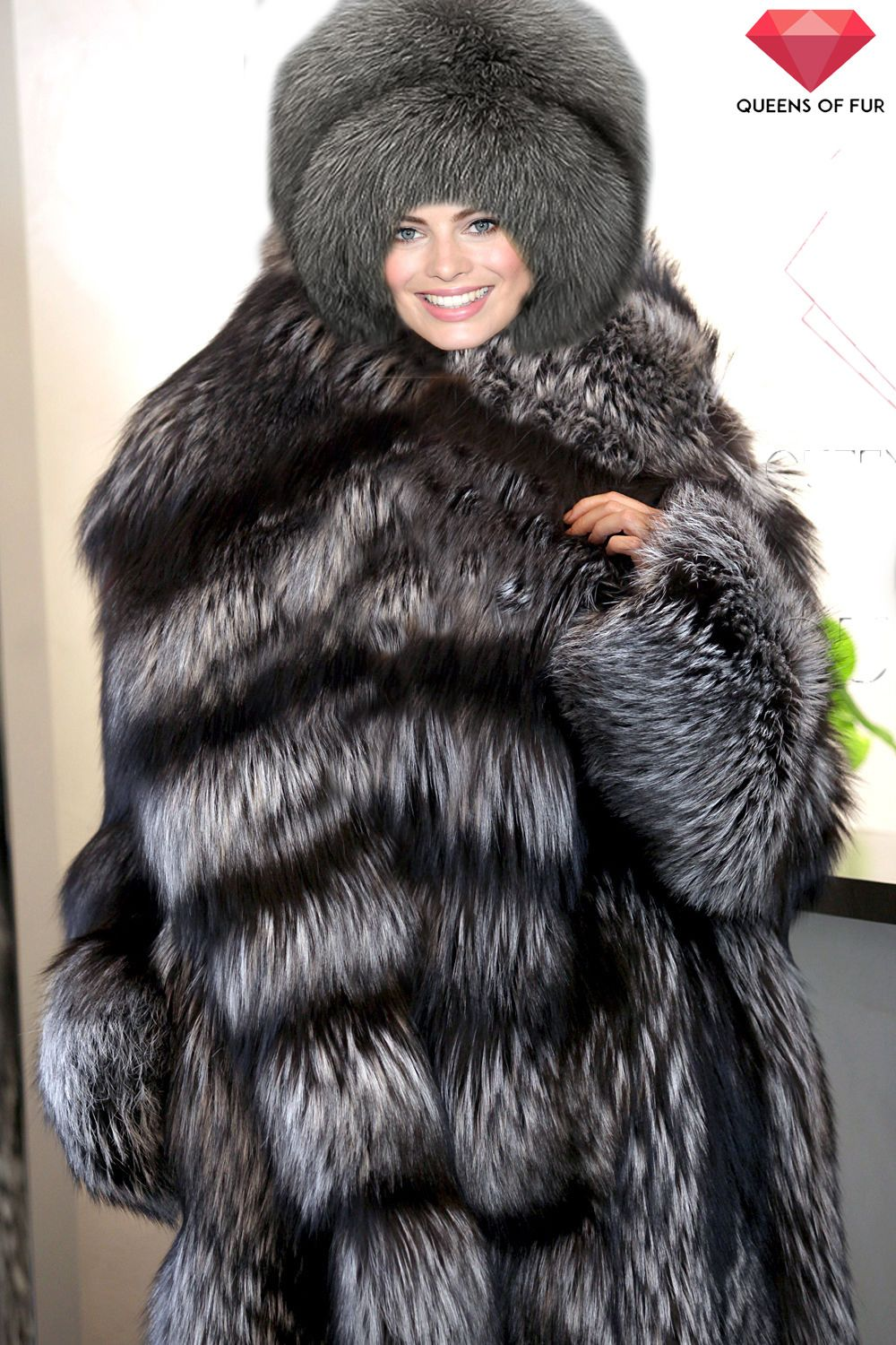 80f980caeec Margot Robbie in a silver fox fur coat and hat