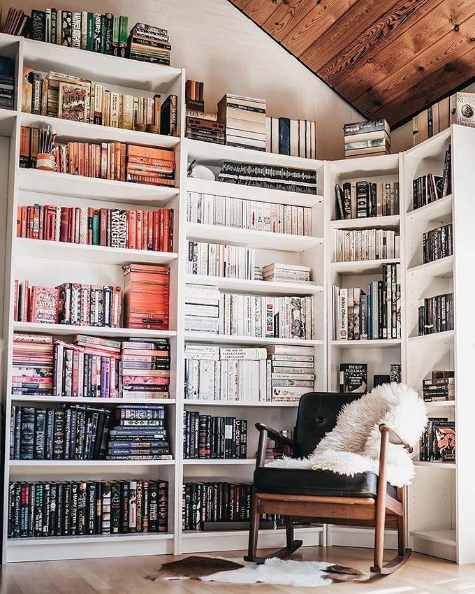 17 Stylish Ways to Display Bookshelves with a Lot of Books