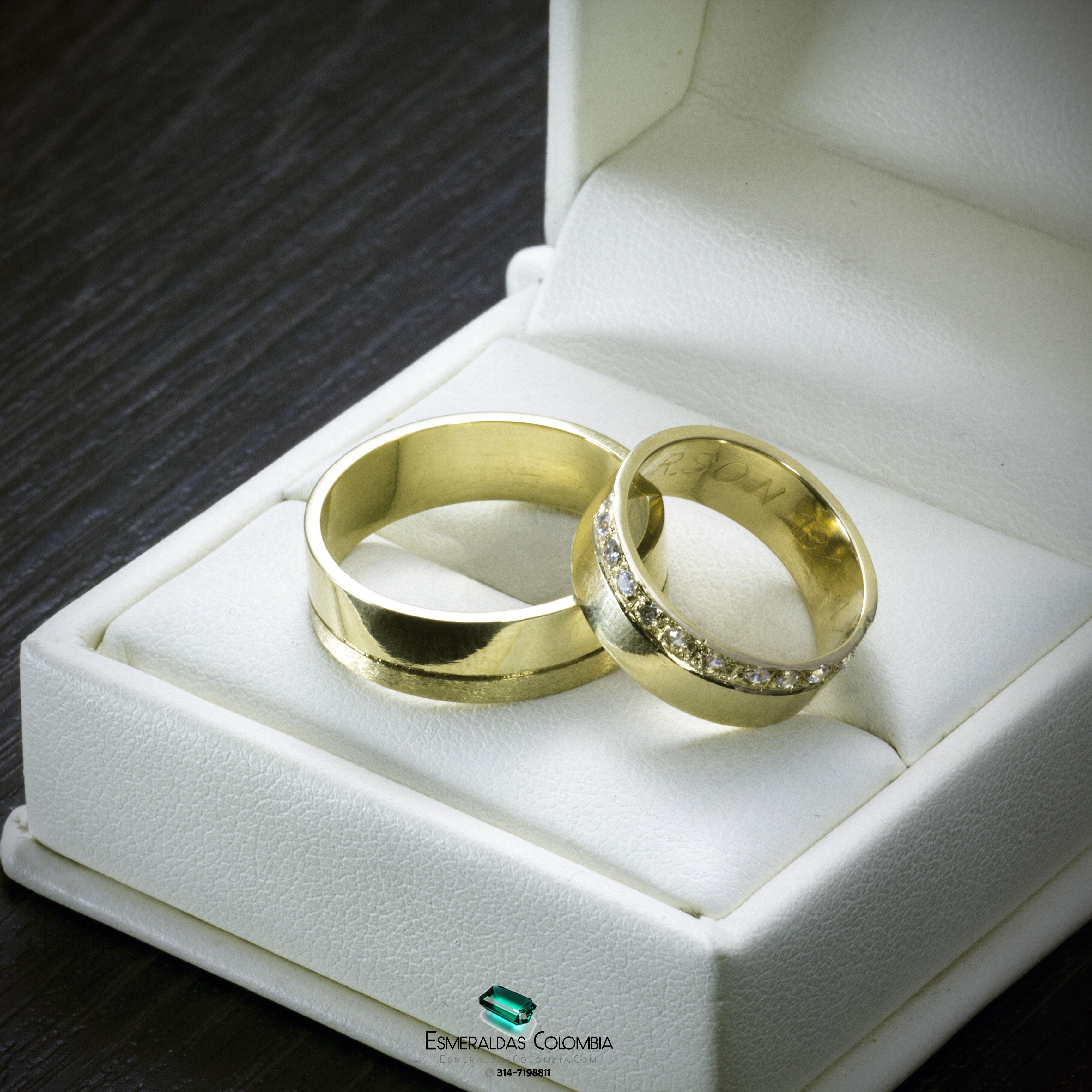 3d9526fbafc8 Argollas de Matrimonio en Oro 18k o Plata con Diamante sintético o  Esmeralda Colombiana  esmeraldascolombia Fac…