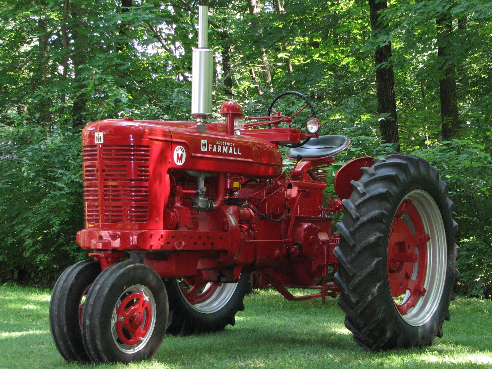 image result for tractor farmall m [ 1600 x 1200 Pixel ]