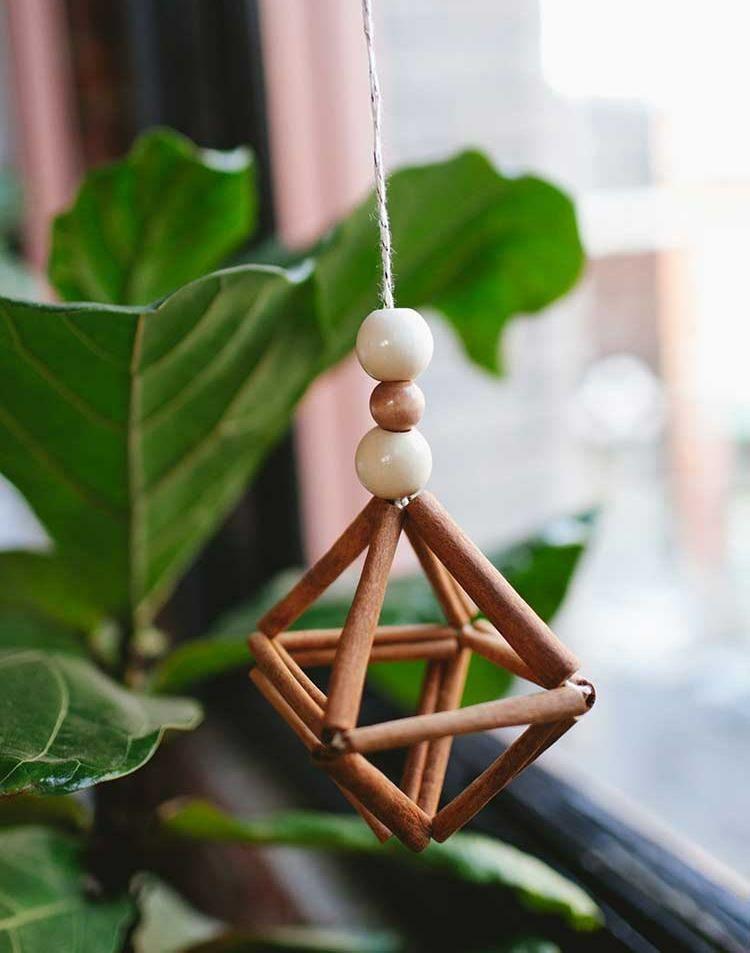 Weihnachtsbasteln Mit Naturmaterialien Dekorationen Aus Zimtstangen Diy Weihnachts Ornamente Naturliche Weihnachten Basteln Mit Stockern