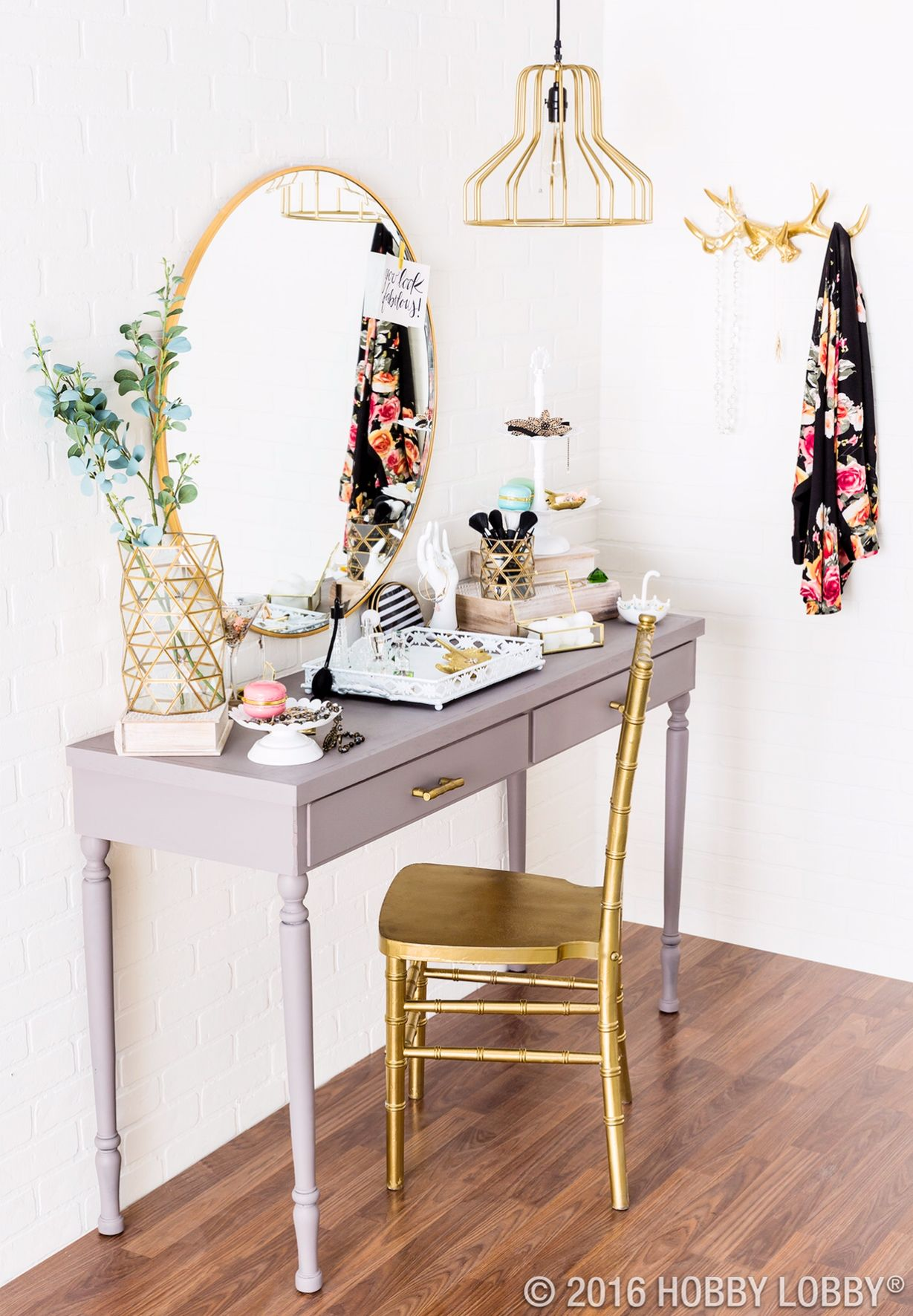 Simple little vanity, and some useful (and stylish ...