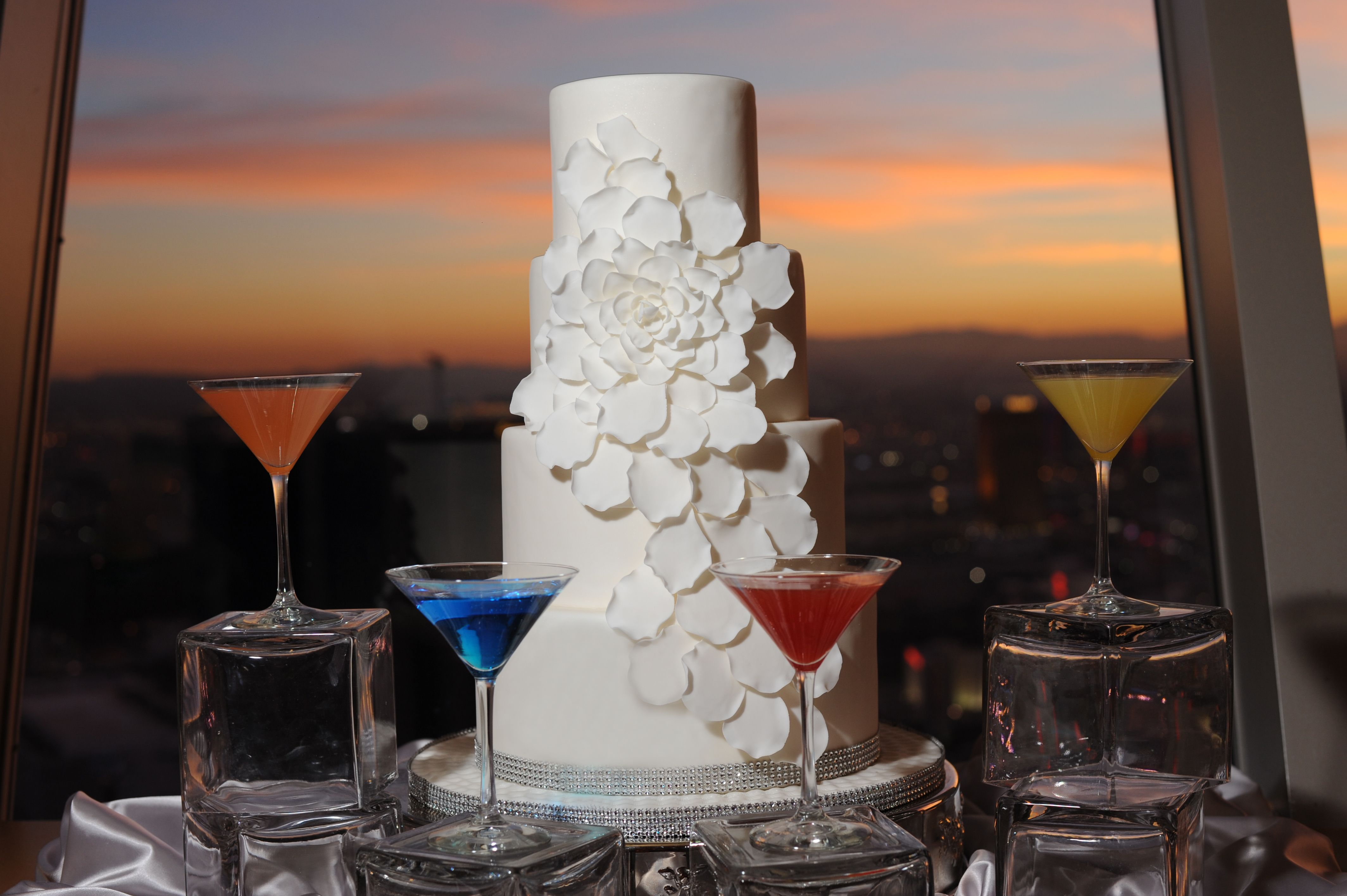 Chapel In The Clouds Stratosphere Hotel Las Vegas Wedding Cake