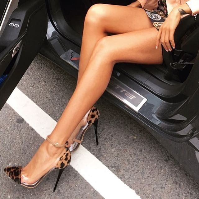 ваще картинки машин с женскими ногами пасхальных