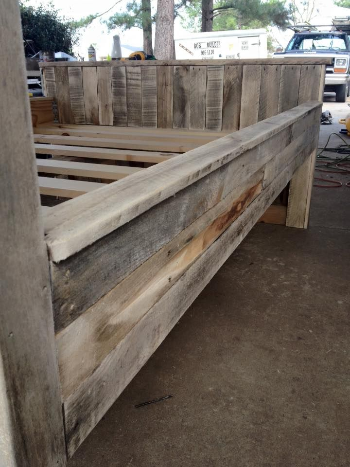 Here Is This Gorgeous, Stylish And Functional DIY Pallet Bed Frame That  Comes With A Giant Size Sleeping Berth, Attached Headboard And A Foot Board  Also.