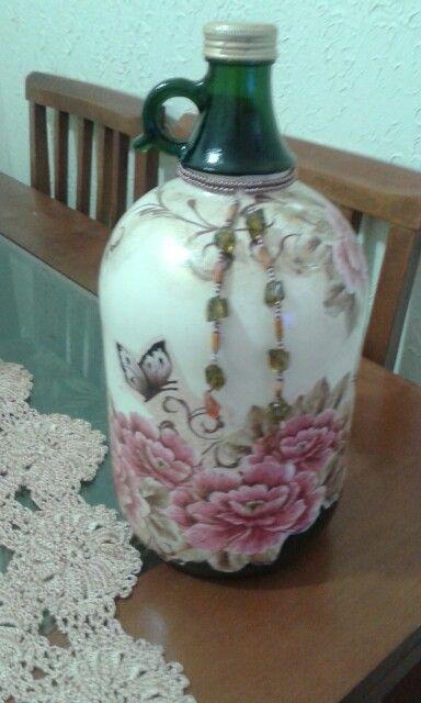 Mais um garrafão transformado em objeto de decoração.