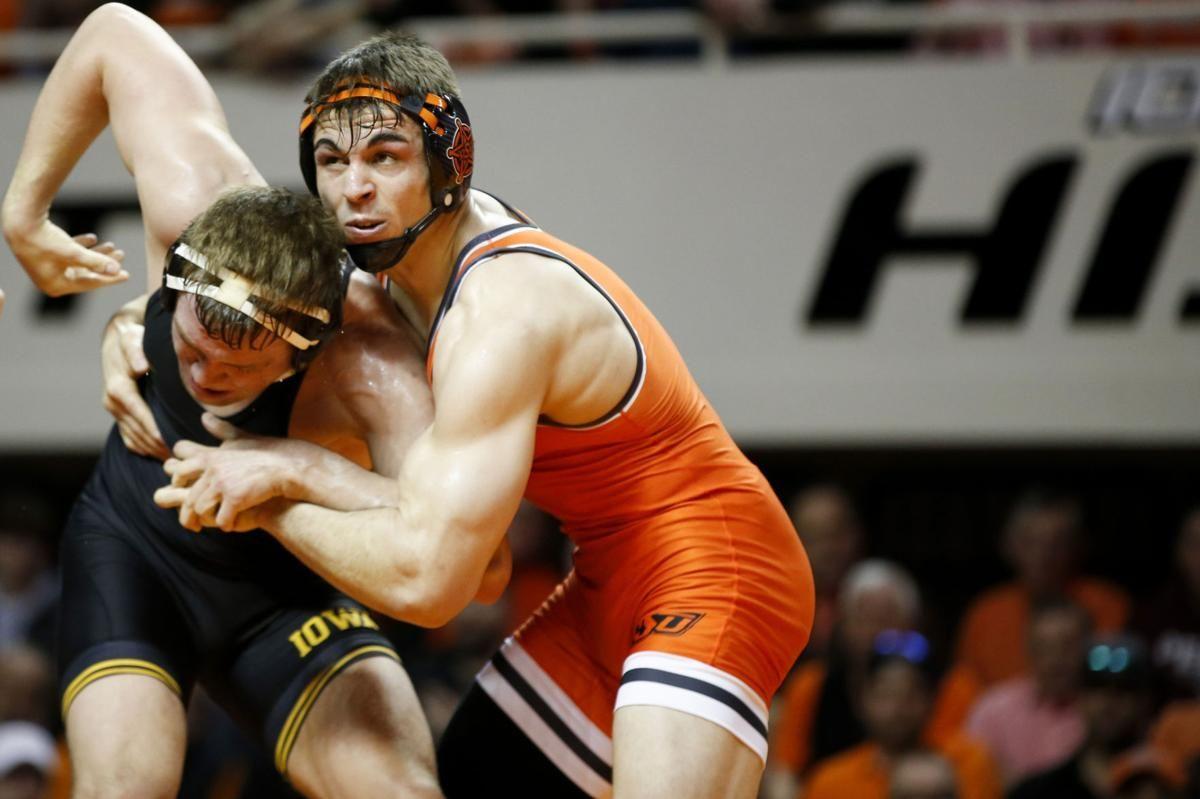 Opportunities Challenges Await Hawkeye Wrestlers Wrestler Leg