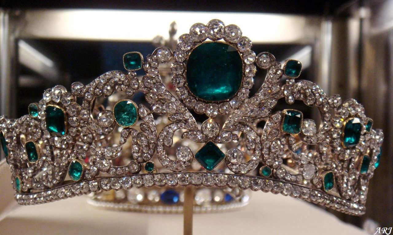 The Duchess of Angouleme's Emerald Tiara! #Royalty