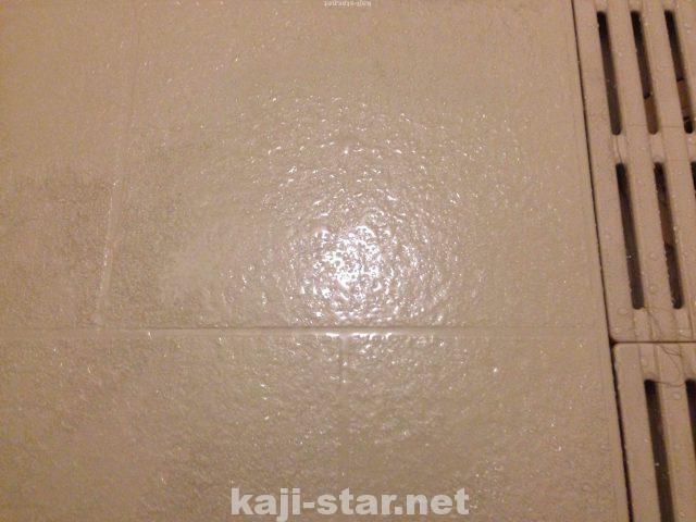 お風呂の床掃除 黒ずみ 茶色 黄ばみ 水垢 汚れの4つの落とし方 床掃除 水垢 風呂そうじ