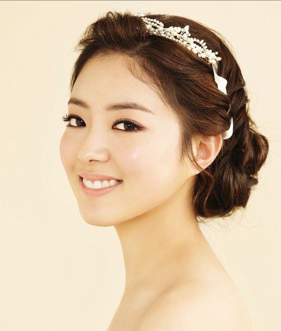 Wedding Hairstyle Korean: Up Hair Style + Semi Smoky Eye Make-up / Korean Concept