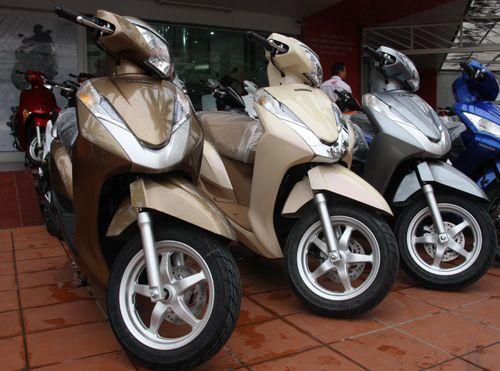 Giá xe Lead 125 'loạn cào cào' trong ngày đầu lên kệ - http://xeoto.asia/gia-xe-lead-125-loan-cao-cao-trong-ngay-dau-len-ke.shtml