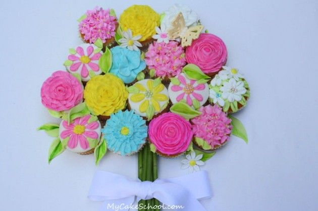 Free Tutorial! Learn to make a beautiful cupcake bouquet!