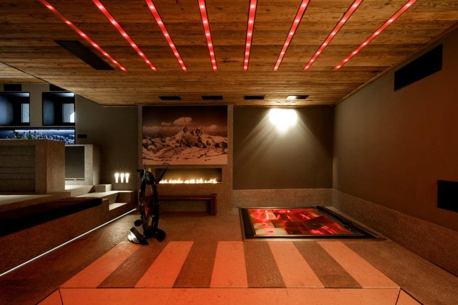 Luxury Contemporary Chalet in French Alps: Modern Indoor Spa Tub At ...
