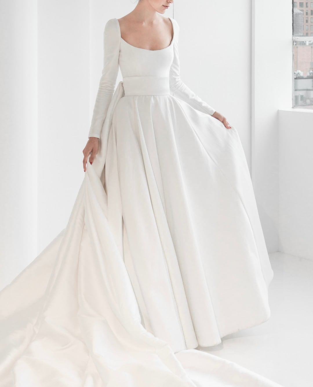 2 048 Begenme 14 Yorum Instagram Da Reem Acra Wedding Reemacrawedding In 2020 Long Sleeve Ball Gown Wedding Dress Ball Gown Wedding Dress Reem Acra Wedding Dress