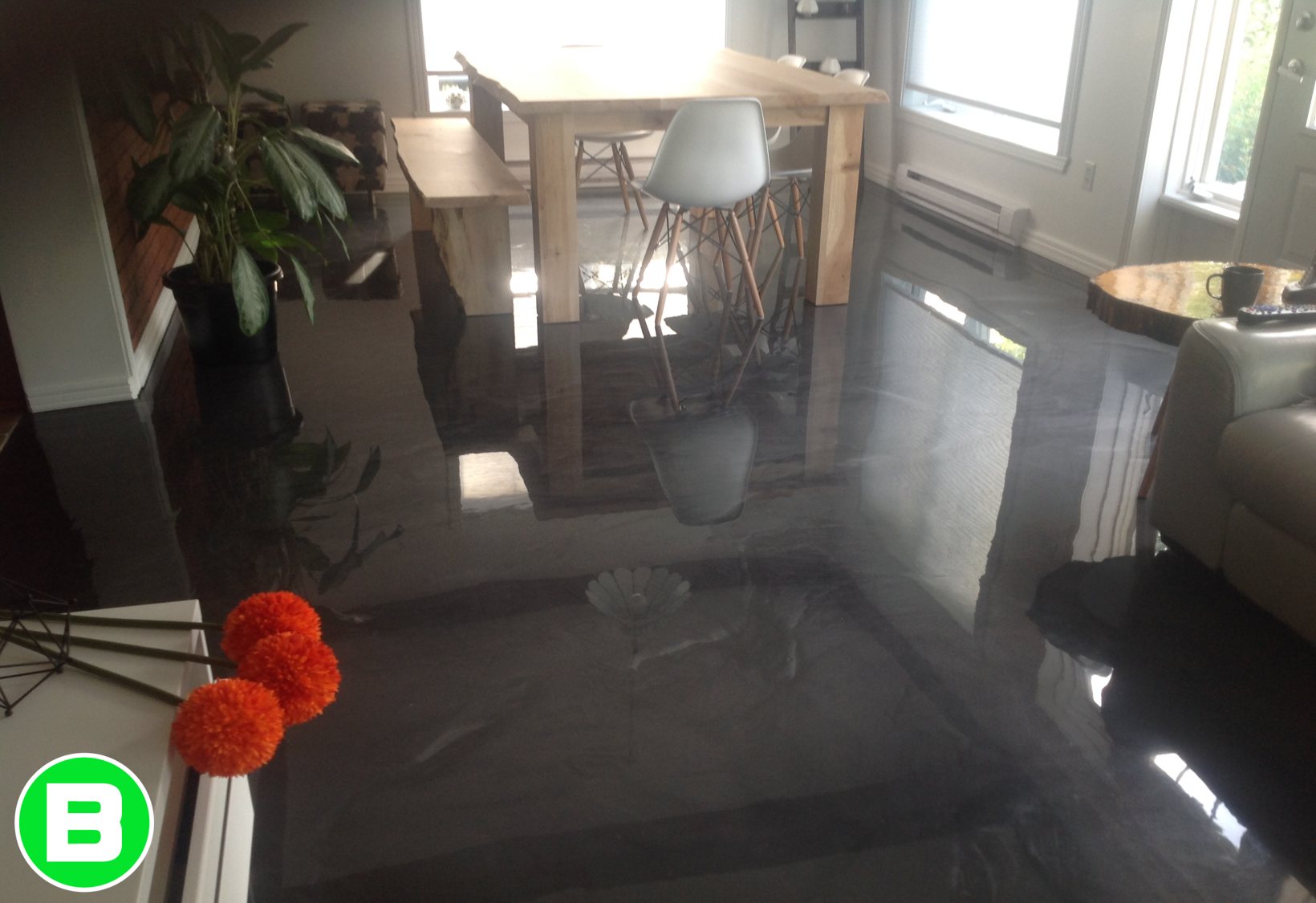 Resine Epoxy Sol Interieur plancher de maison en béton noir #epoxy #deco #décoration