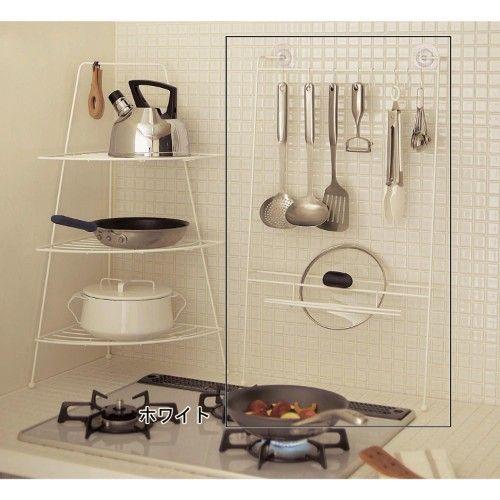 よく使う調理器具はコーナー 壁面に おたまやフライ返しなど よく