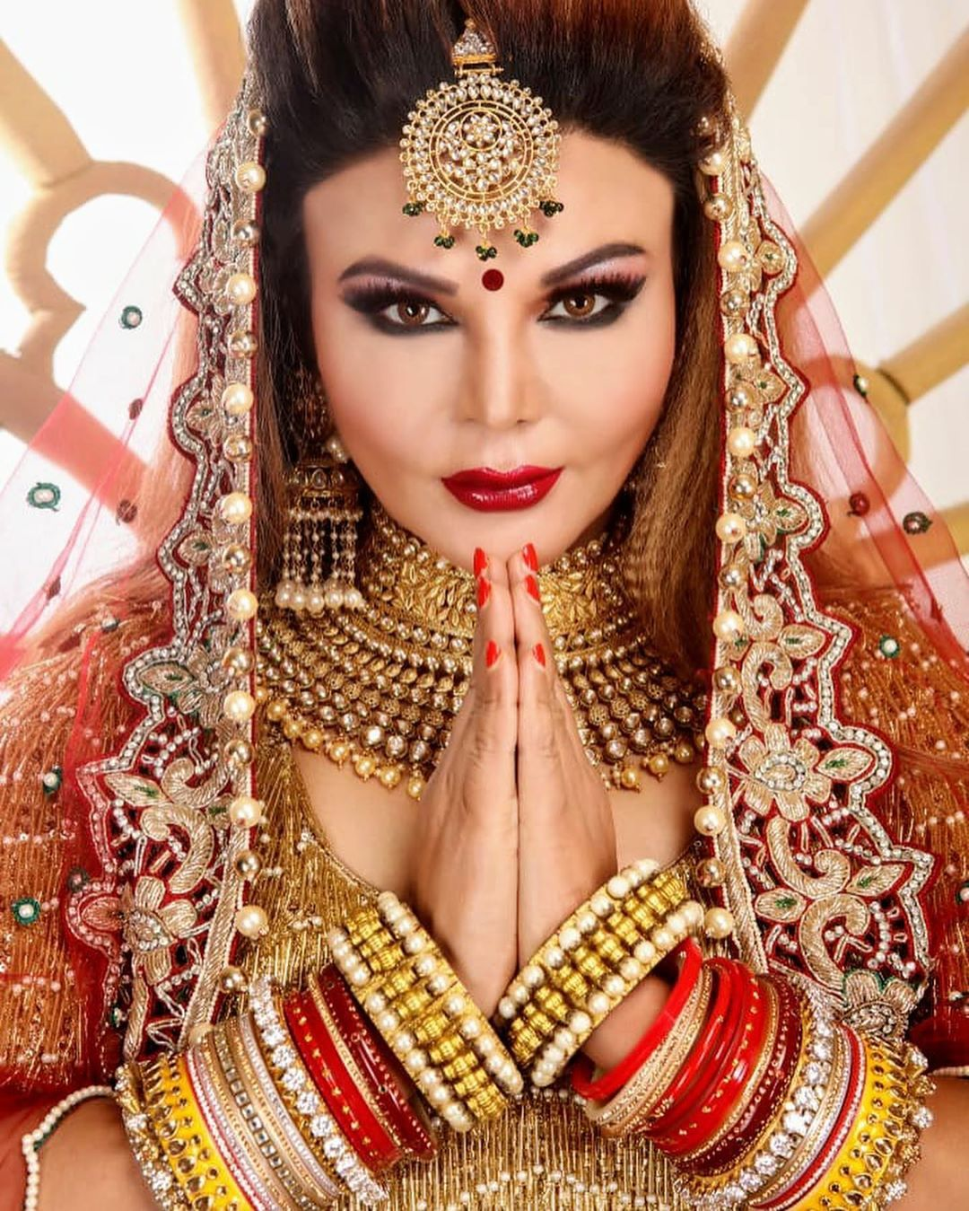 Just Married Pictures Of Rakhi Sawant Are A Dream Come True For Every Mother In Law Just Married Celebrity Weddings Wedding Trends