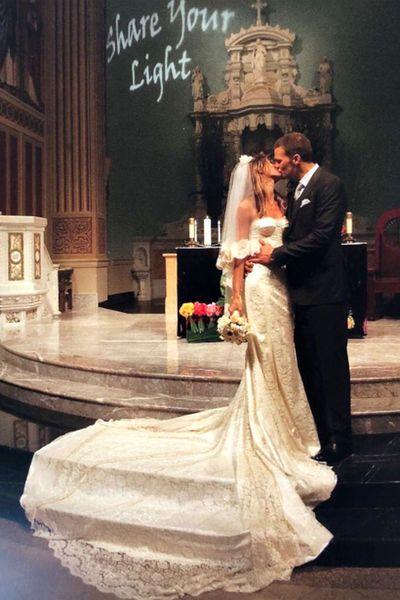Die schönsten Brautkleider der Stars   Tom brady, Kleid aus spitze ...