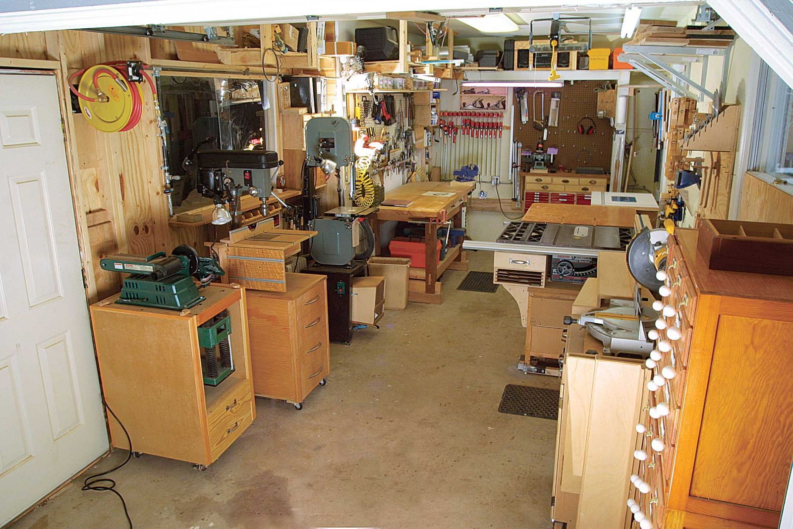 small woodshop layout ideas layout kit startwoodworking com [ 1600 x 1067 Pixel ]