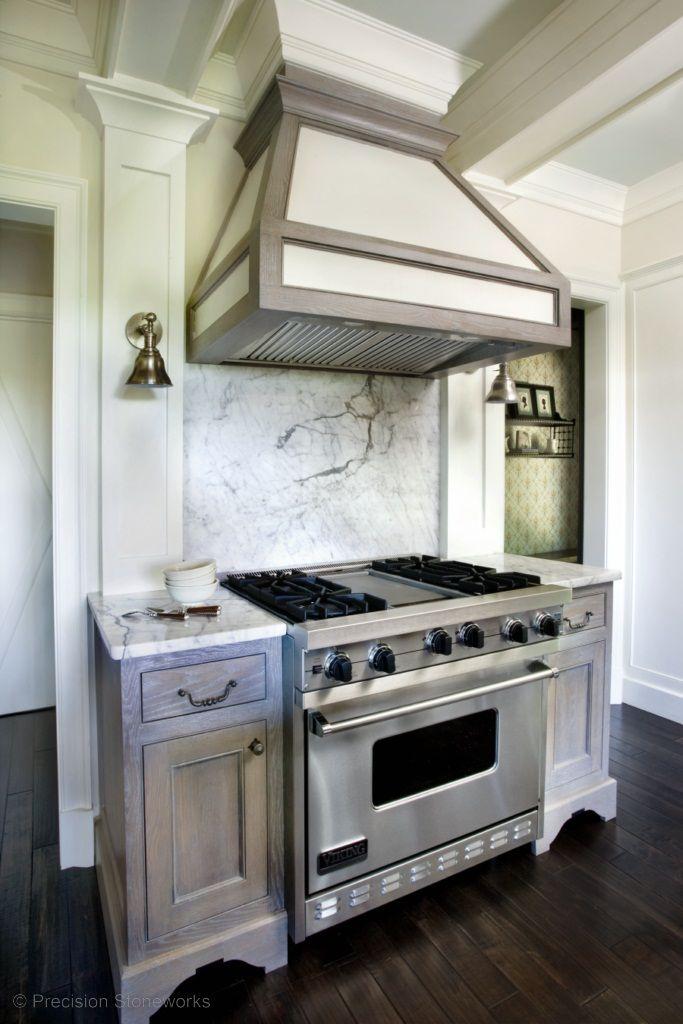 Old world meets modern in this kitchen Estufas para cocina