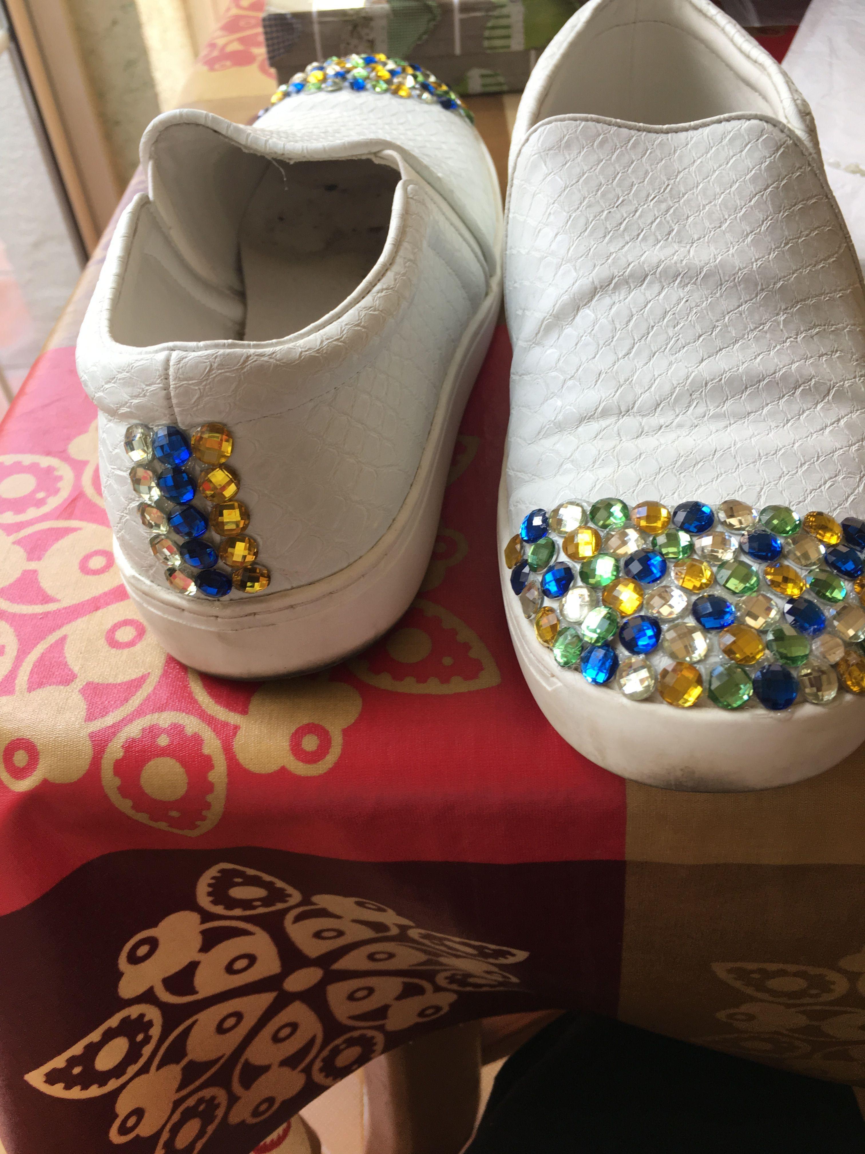brand new a6c27 51490 Zapatillas decoradas con piedras.