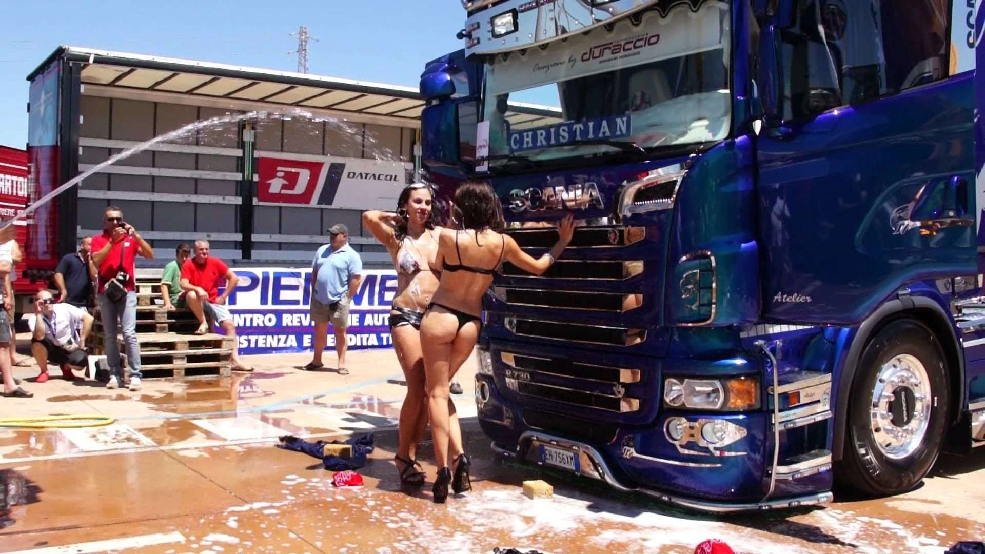 hot-naked-girls-with-trucks