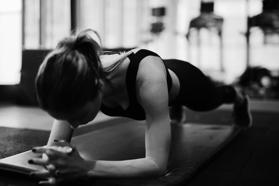 The Plank Fitness Photography Black And White Tap The Pin If You Love Super Heroes Too Cause Guess Wh Fitness Photoshoot Fitness Photography Gym Photography