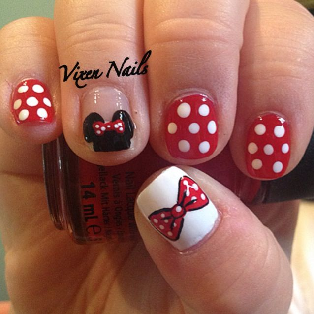 Minnie Mouse nail art. No idea how people Can do this ...