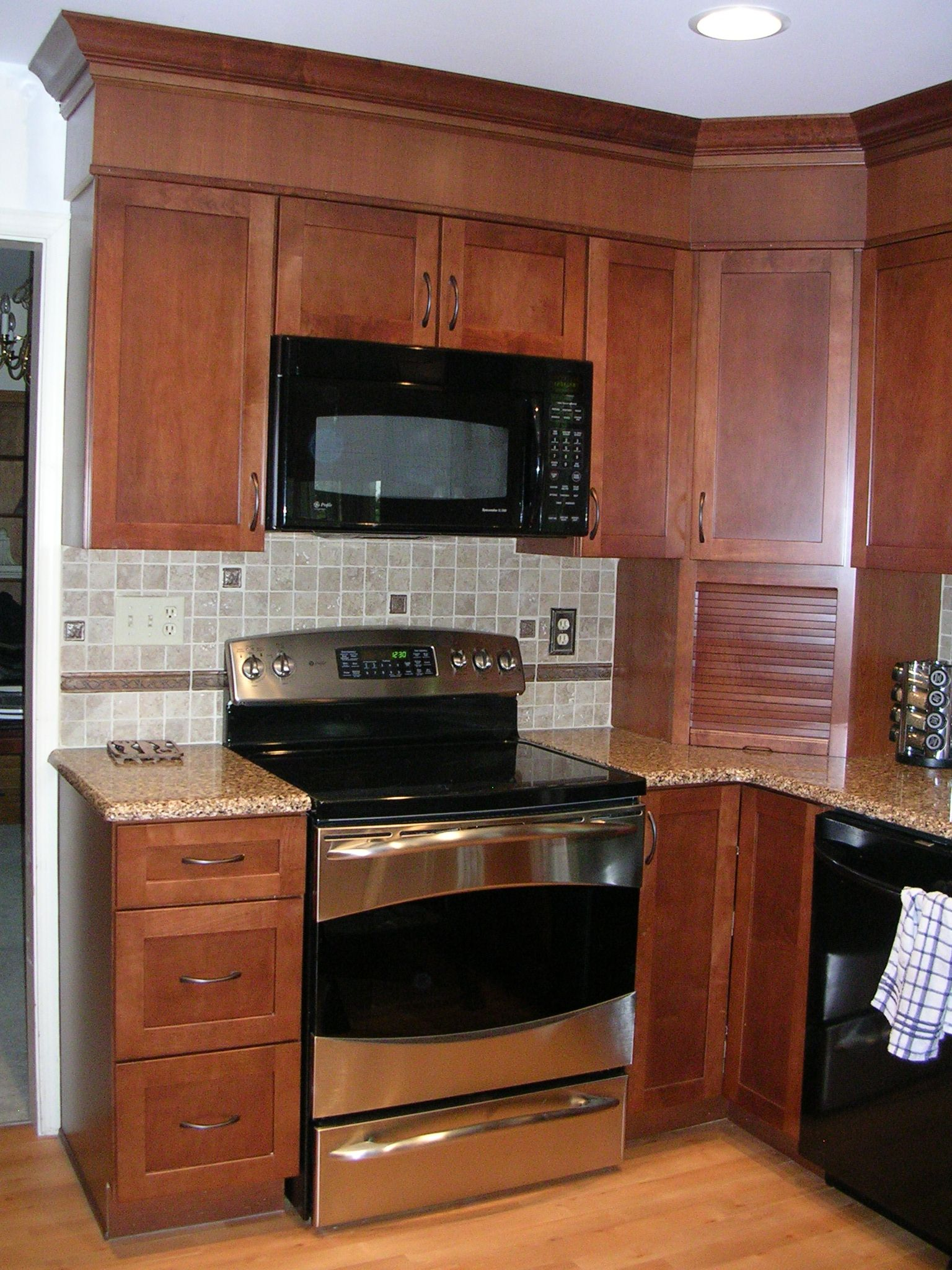 Kitchen Renovation Maple Ridge: Remodeled Kitchen With Warm Stained Maple Cabinets, Built