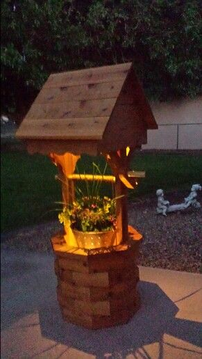 Diy Illuminated Wishing Well Planter Diy Wishing Wells Wishing Well Garden Backyard Decor