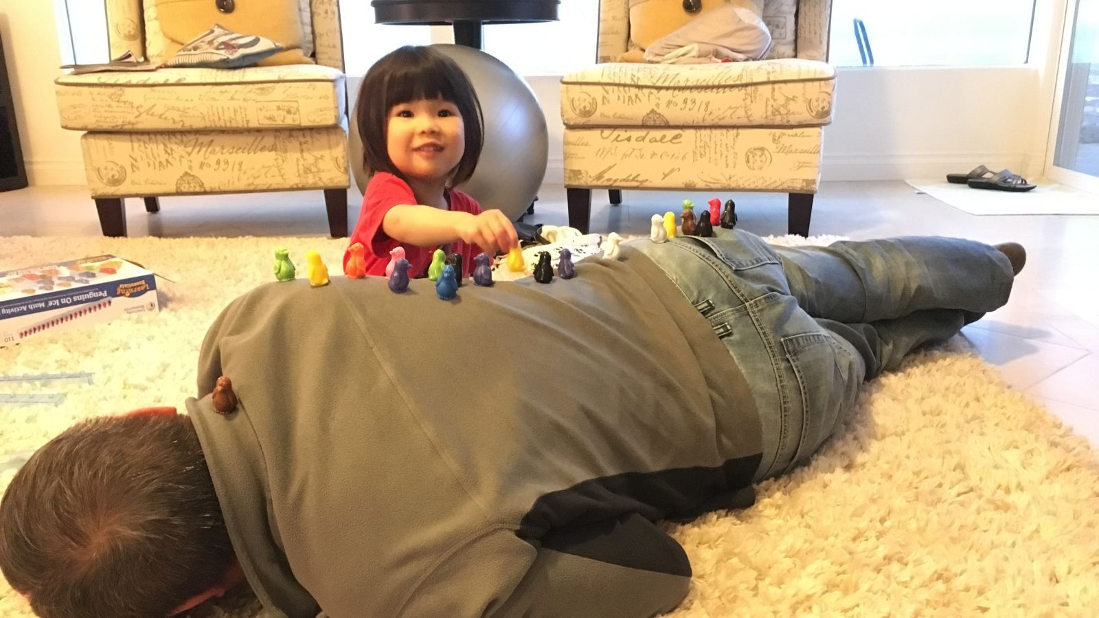 How to entertain your child while lying down toddler
