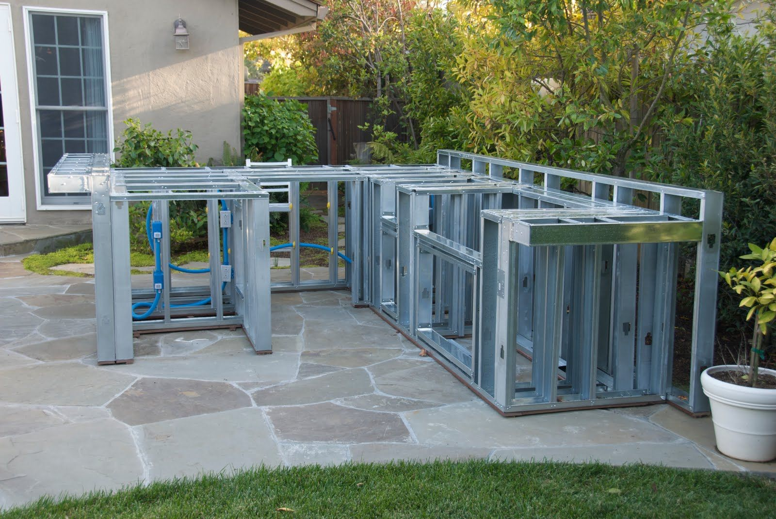 outdoor kitchen steel framing - Google Search | Pergola | Pinterest ...