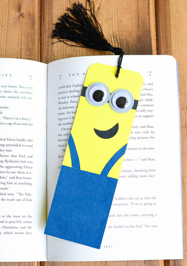 Make your own minion bookmark bookmarks activities and for Easy bookmark ideas