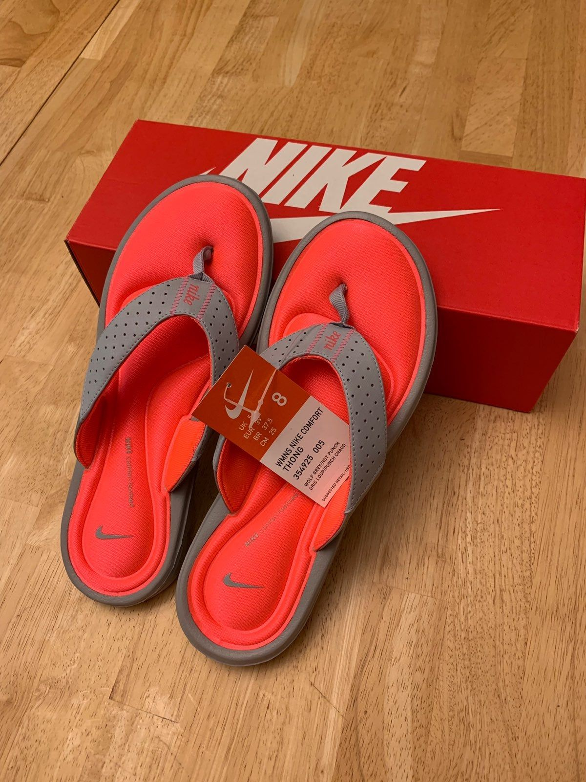Brand New Woman S Nike Flip Flops With The Box And Tags Still On