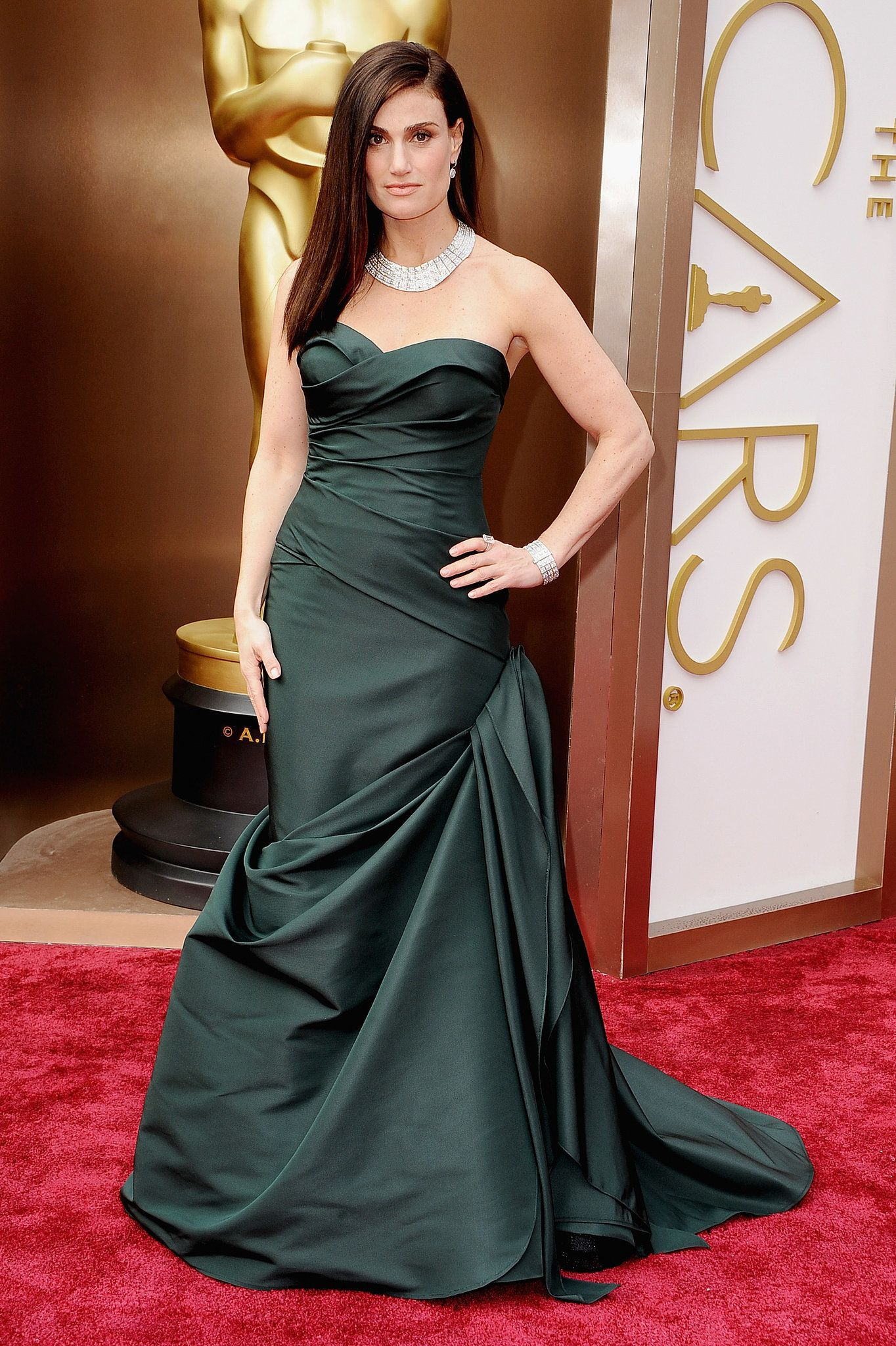 Idina Menzel in an emerald-green Vera Wang mermaid gown and Forevermark diamonds. #Oscars #redcarpet