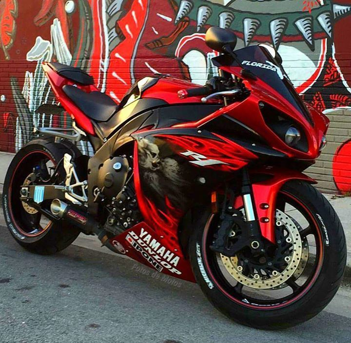 Yamaha R1 From World S Best Motorcycles And Fb Super Bikes