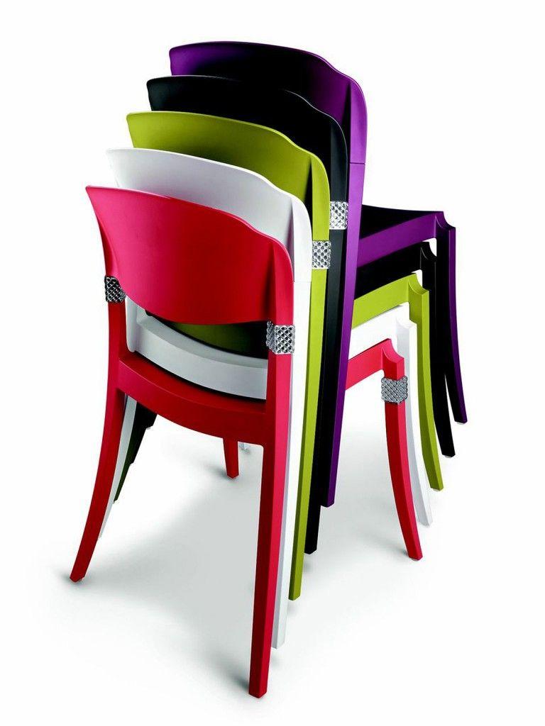 Sedie colorate. Anche per ravvivare un tavolo in legno e ...